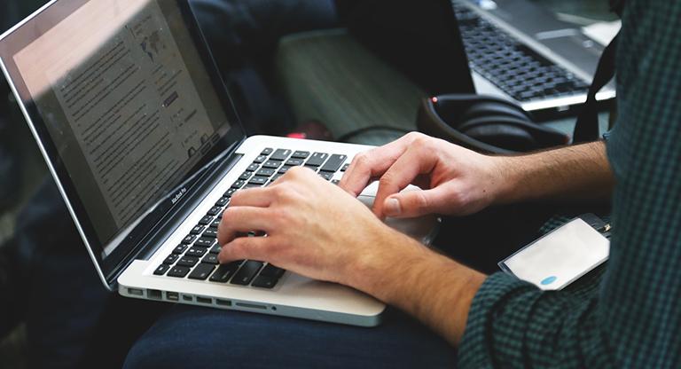 laptop-typing-code