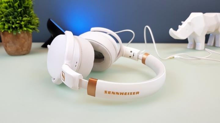 2206bd36af Sennheiser HD 4.30G Headphones Hands-on - YugaTech